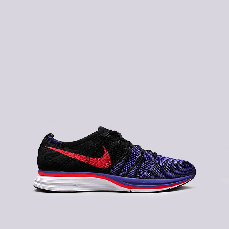 Кроссовки Nike Flyknit TrainerКроссовки lifestyle<br>Текстиль, резина, пластик<br><br>Цвет: Чёрный<br>Размеры US: 4.5;5.5;6.5;7.5;8;8.5;9;9.5;10;10.5;11;12;13