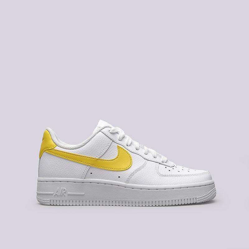Кроссовки Nike WMNS Air Force 1 07Кроссовки lifestyle<br>Кожа, текстиль, резина<br><br>Цвет: Белый<br>Размеры US: 6;8.5;6.5;9;7;8<br>Пол: Женский