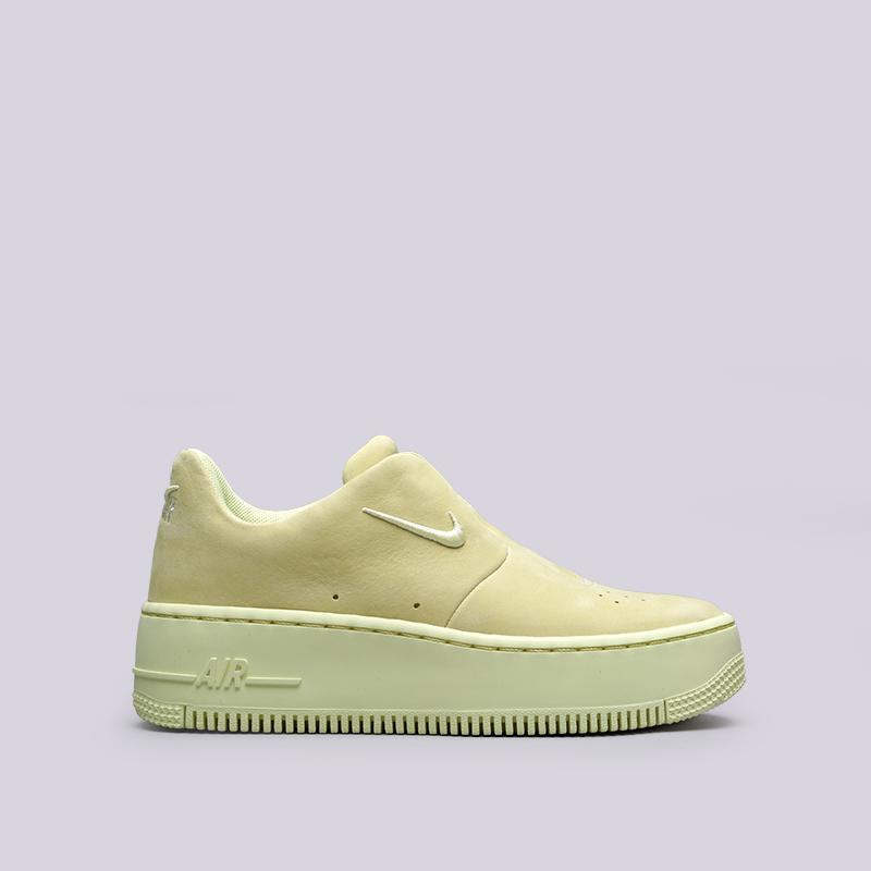 Кроссовки Nike WMNS Air Force 1 Sage XXКроссовки lifestyle<br>Кожа, текстиль, пластик, резина<br><br>Цвет: Жёлтый<br>Размеры US: 10;9.5;10.5;5;7<br>Пол: Женский
