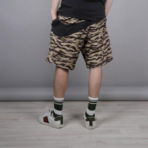 мужские камуфляж  шорты nike all over print AO1116-235 - цена, описание, фото 3