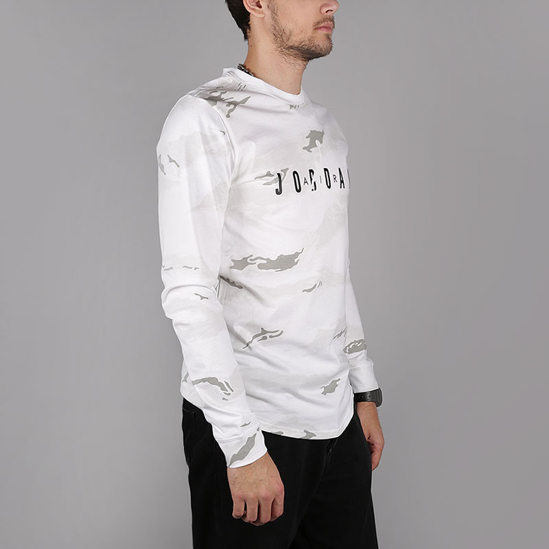 мужской белый, серый  лонгслив jordan sportswear tech men's graphic long-sleeve t-shirt AH6331-100 - цена, описание, фото 1