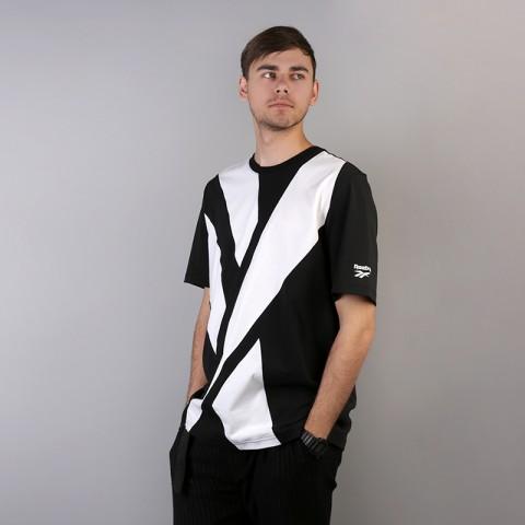 мужскую чёрную  футболка reebok vector tee DH1275 - цена, описание, фото 2