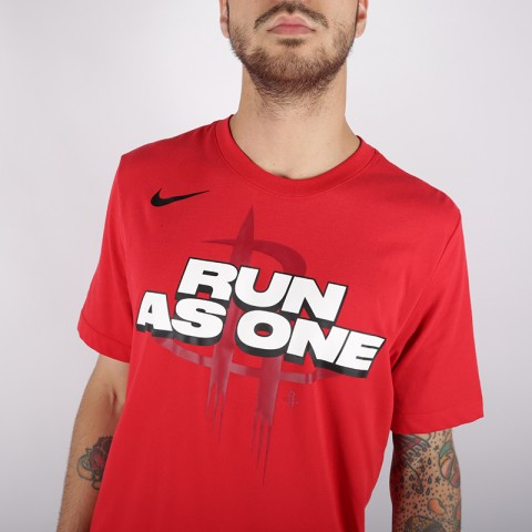 мужскую красную  футболка nike run as one AT0806-657 - цена, описание, фото 2