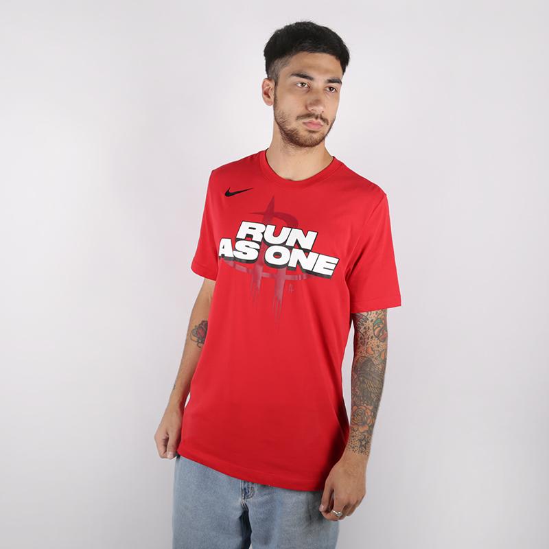 мужскую красную  футболка nike run as one AT0806-657 - цена, описание, фото 1