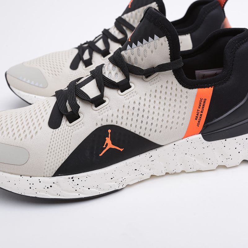 мужские бежевые  кроссовки jordan react havoc AR8815-008 - цена, описание, фото 3