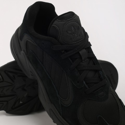 мужские чёрные  кроссовки adidas yung-1 G27026 - цена, описание, фото 8