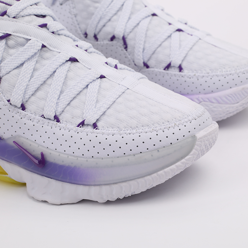 белые  кроссовки nike lebron xvii low CD5007-102 - цена, описание, фото 6