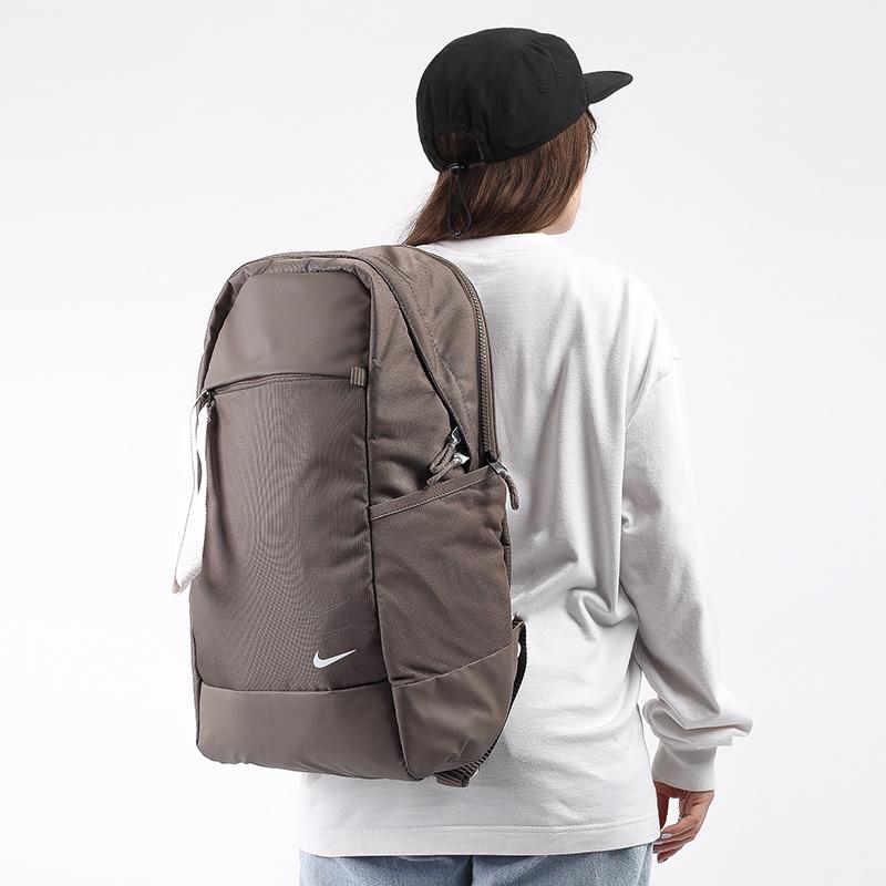 коричневый  рюкзак nike essentials backpack BA6143-040 - цена, описание, фото 1