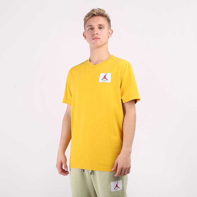 мужскую желтую  футболка jordan flight essentials t-shirt CZ5059-711 - цена, описание, фото 1