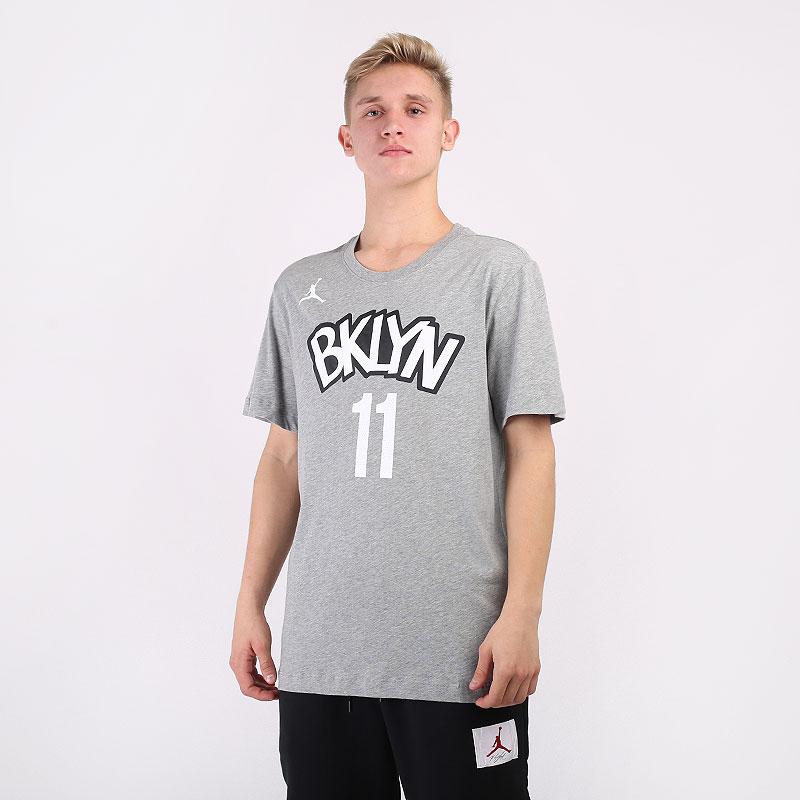 мужскую серую  футболка nike kyrie irving nets statement edition jordan nba t-shirt CV9962-074 - цена, описание, фото 1