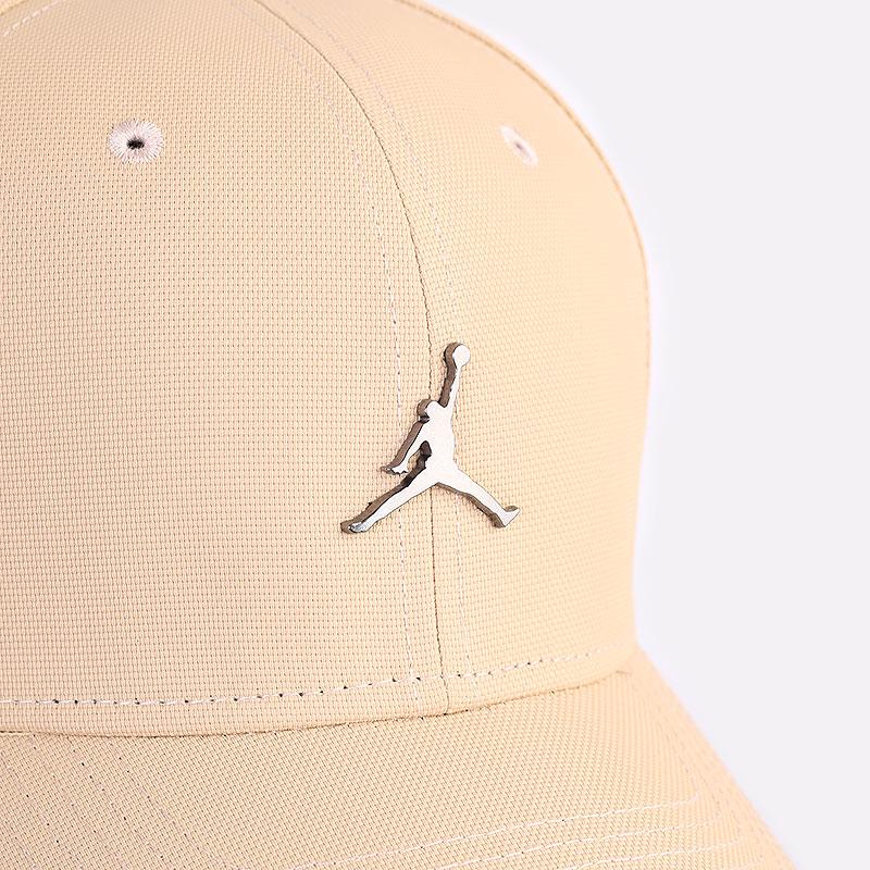 бежевая кепка Jordan Classic99 Jumpman Metal Cap CW6410-200 - цена, описание, фото 2