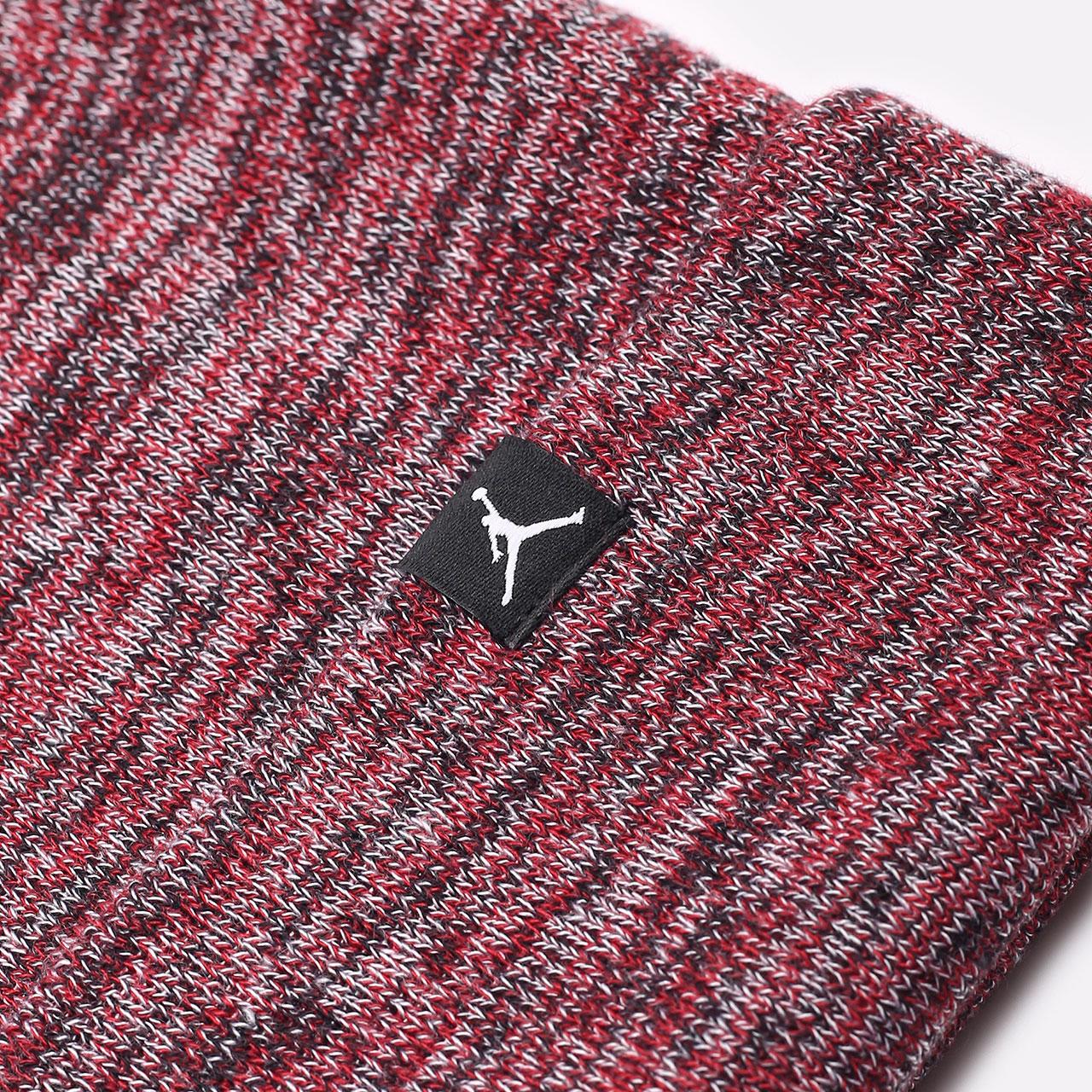 бордовая шапка Jordan Beanie Cuffed Jumpman DJ6048-687 - цена, описание, фото 2