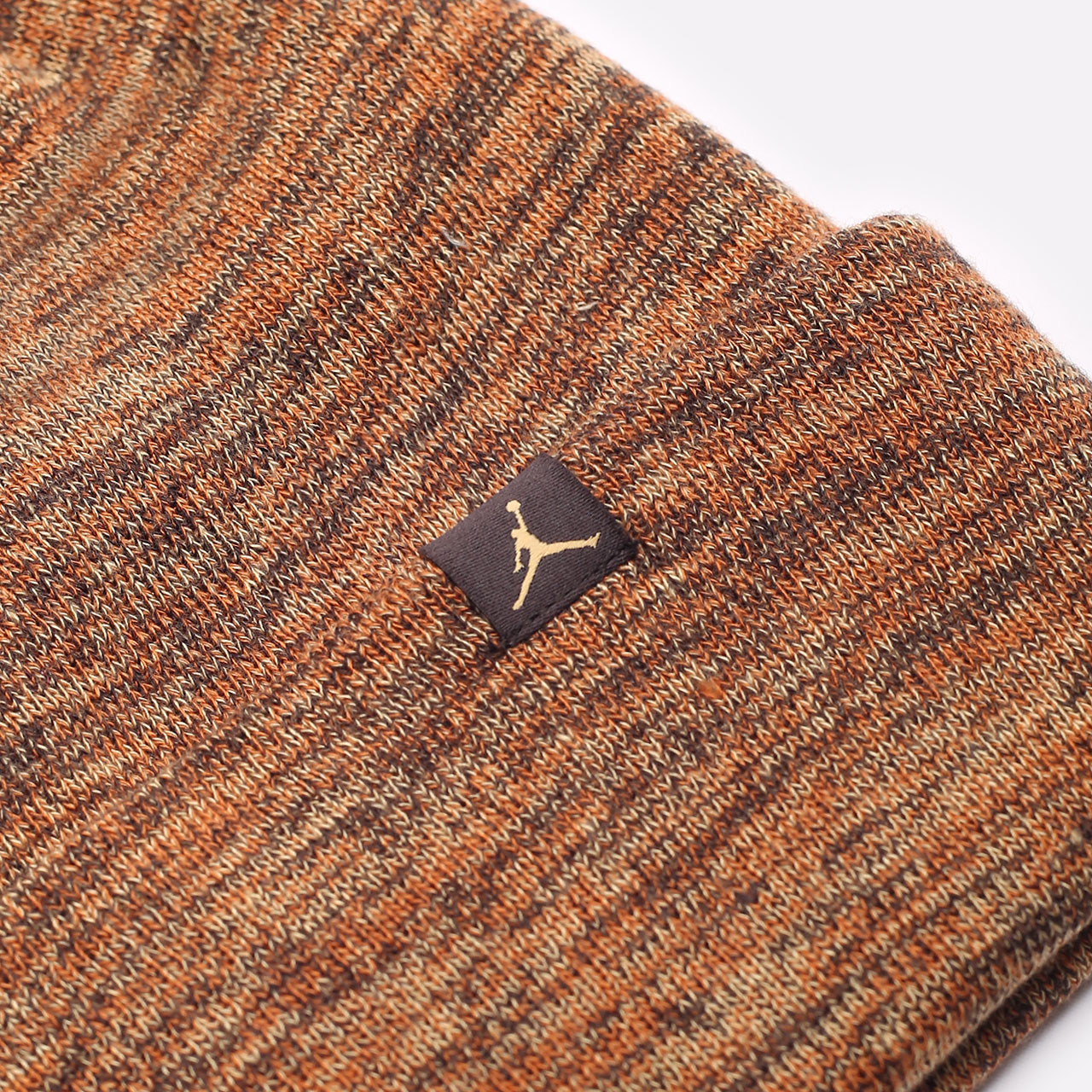 коричневая шапка Jordan Beanie Cuffed Jumpman DJ6048-246 - цена, описание, фото 2