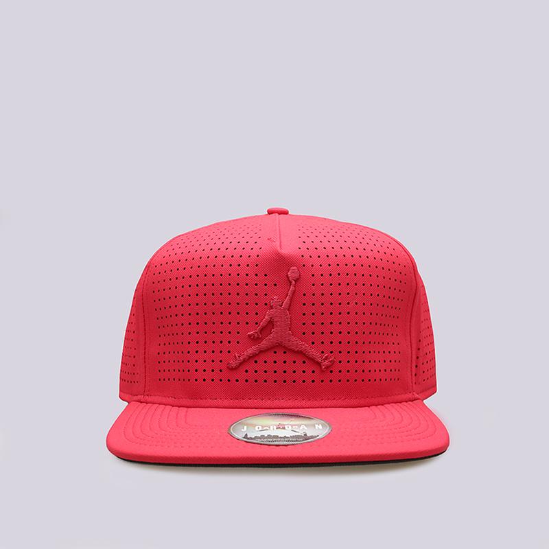 Кепка Jordan Jumpman Perf SnapbackКепки<br>Полиэстер<br><br>Цвет: Красный<br>Размеры US: OS<br>Пол: Мужской