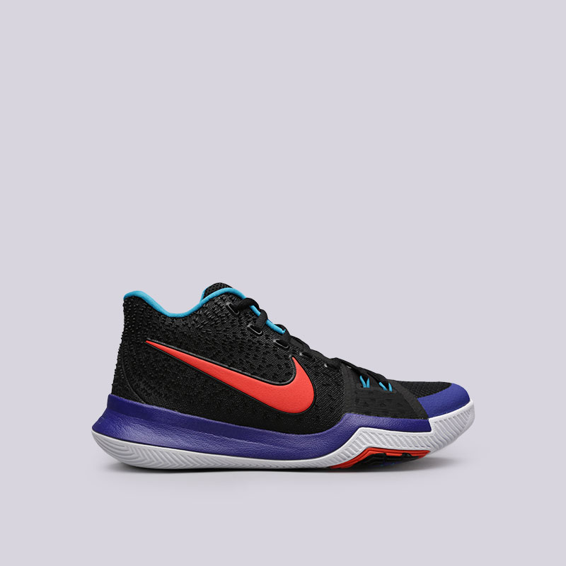 Кроссовки Nike Kyrie 3Кроссовки баскетбольные<br>Текстиль, пластик, резина<br><br>Цвет: Черный<br>Размеры US: 7.5;9<br>Пол: Мужской