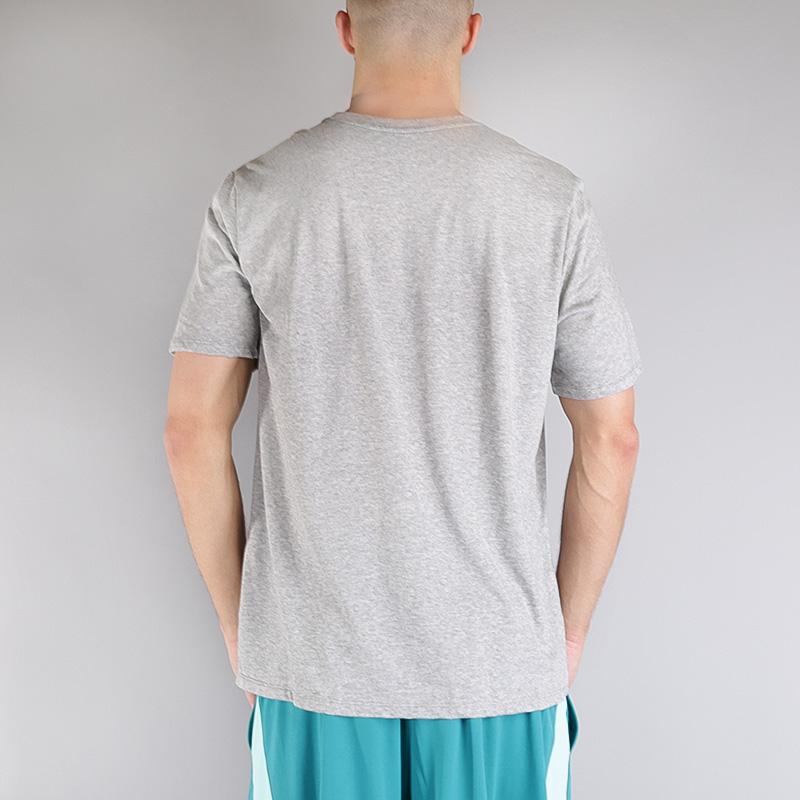 мужскую серую  футболка nike m nk dry tee df limits 853702-063 - цена, описание, фото 3