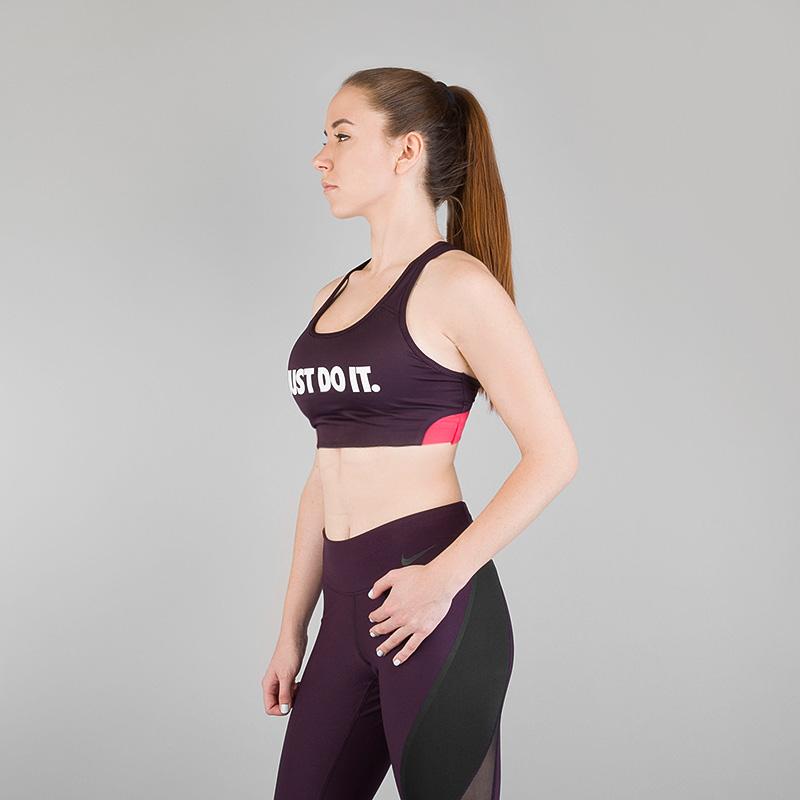 Топ Nike Classic Swoosh Cooling Medium Support BraБелье<br>Полиэстер, эластан<br><br>Цвет: Бордовый<br>Размеры US: S<br>Пол: Женский