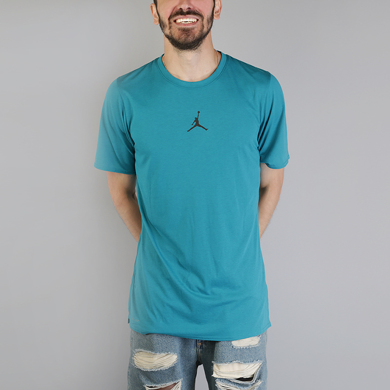 Футболка Jordan 23 Tech Short-SleeveФутболки<br>75% полиэстер, 13% хлопок, 12% вискоза<br><br>Цвет: Голубой<br>Размеры US: S;M;L;XL;2XL<br>Пол: Мужской