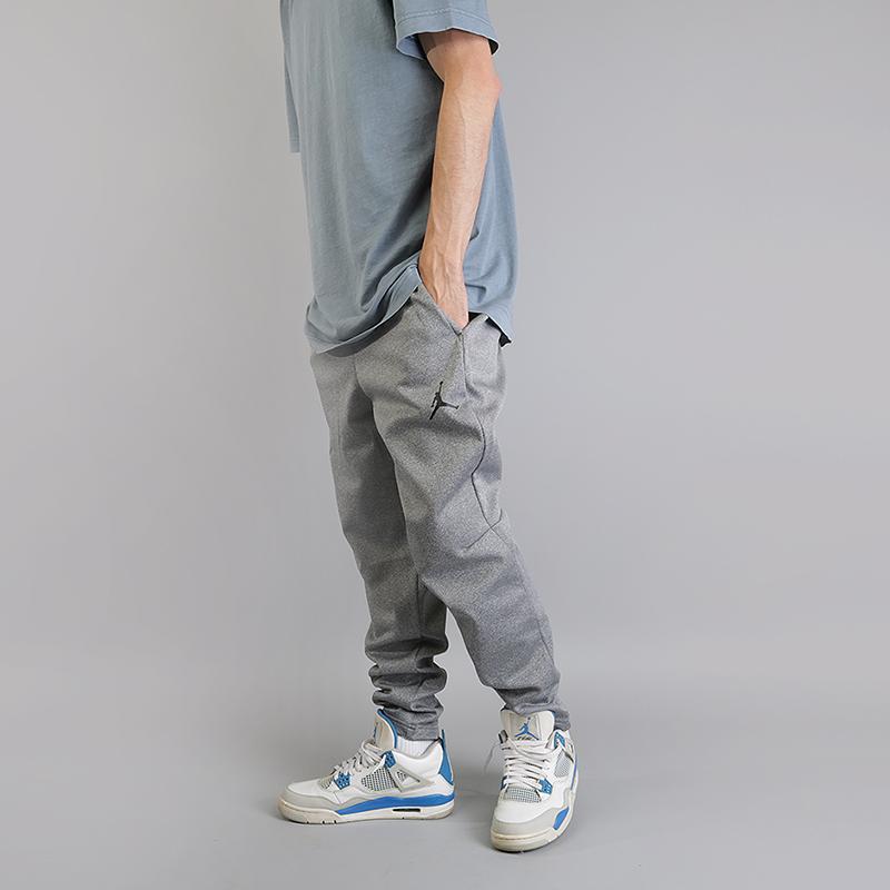 Брюки Jordan Therma 23 Alpha Training TrousersБрюки и джинсы<br>100% полиэстер<br><br>Цвет: Серый<br>Размеры US: M;XL<br>Пол: Мужской
