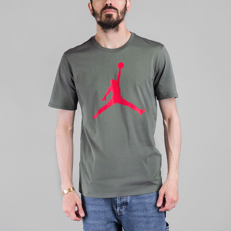 Футболка Jordan ICONIC JUMPMAN TEEФутболки<br>Хлопок<br><br>Цвет: Зеленый<br>Размеры US: S;M;L;XL;2XL<br>Пол: Мужской