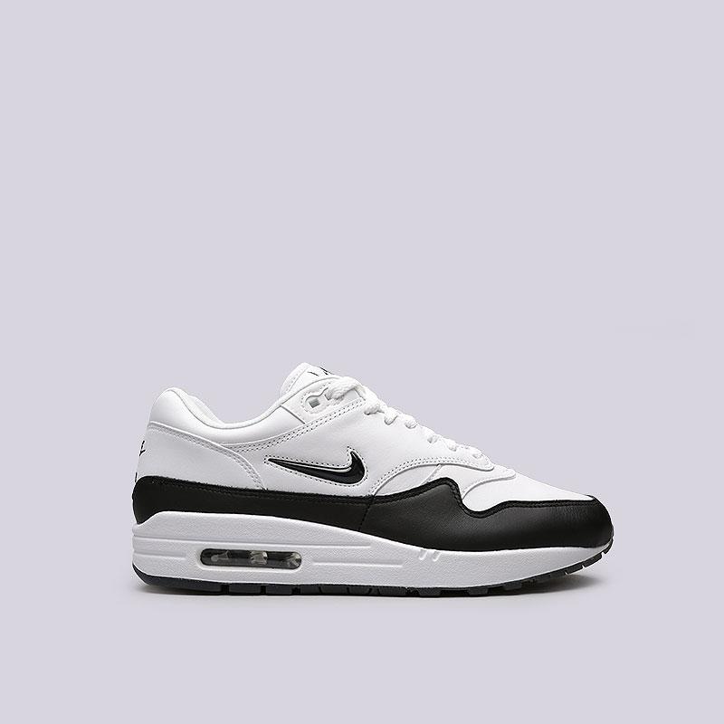 Кроссовки Nike Air Max 1 Premium SCКроссовки lifestyle<br>Кожа, пластик, текстиль, резина<br><br>Цвет: Белый, черный<br>Размеры US: 8;9;9.5;10.5;11;12<br>Пол: Мужской