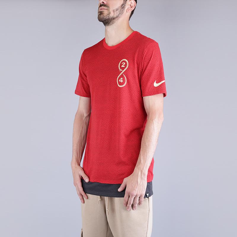 Футболка Nike Dry Kobe 24 Snake T-ShirtФутболки<br>75% полиэстер, 13% хлопок, 12% вискоза<br><br>Цвет: Красный<br>Размеры US: S;M;L;XL;2XL<br>Пол: Мужской