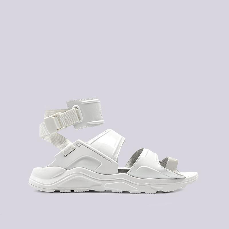 Сандали Nike WMNS Air Huarache Gladiator QSСланцы, балетки<br>Cинтетика, текстиль, резина<br><br>Цвет: Белый<br>Размеры US: 5;6;7;8;9;10<br>Пол: Женский