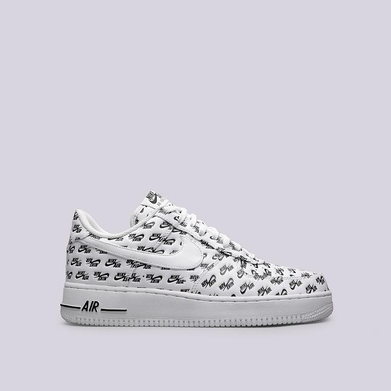Кроссовки Nike Sportswear Air Force 1 `07 QSКроссовки lifestyle<br>Синтетическая кожа, текстиль, резина<br><br>Цвет: Белый, черный<br>Размеры US: 7.5;8;8.5;9;9.5;10;10.5;11;12<br>Пол: Мужской
