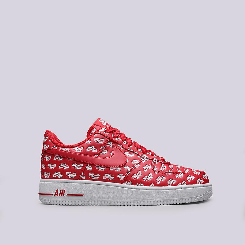 Кроссовки Nike Sportswear Air Force 1 `07 QSКроссовки lifestyle<br>Синтетическая кожа, текстиль, резина<br><br>Цвет: Красный, белый<br>Размеры US: 7;9;10;10.5;12<br>Пол: Мужской