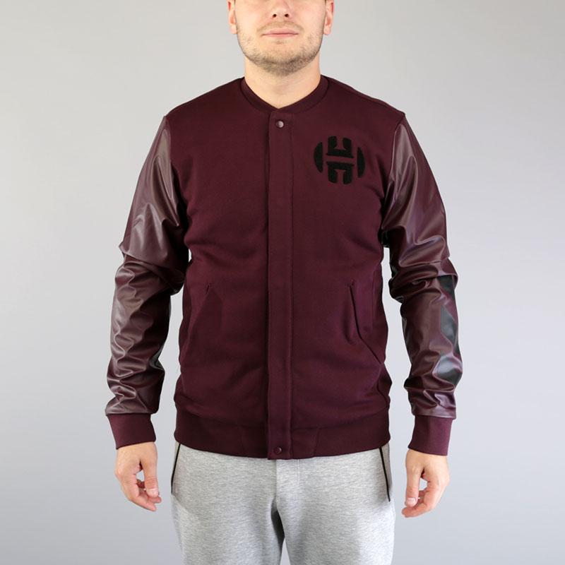 Куртка-бомбер adidas Harden Varsity JacketКуртки, пуховики<br>Хлопок, полиэстер, спандекс<br><br>Цвет: Бордовый<br>Размеры UK: M;L;XL;2XL<br>Пол: Мужской