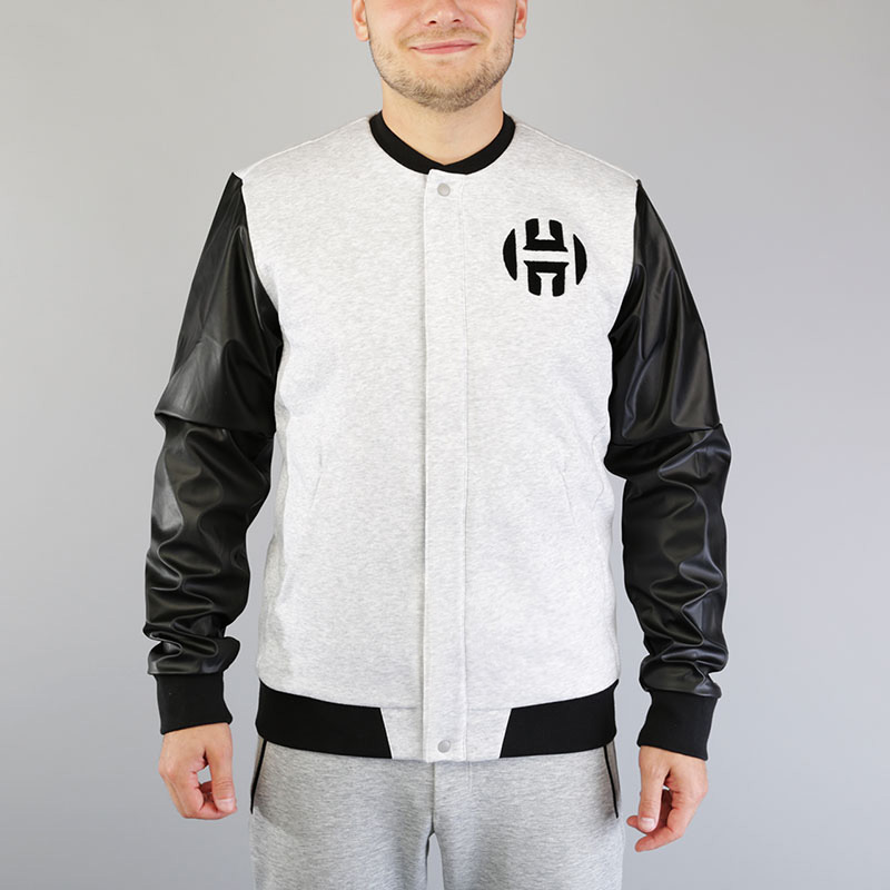 Куртка-бомбер adidas Harden Varsity JacketКуртки, пуховики<br>Хлопок, полиэстер, спандекс<br><br>Цвет: Серый, черный<br>Размеры UK: M;L;XL;2XL<br>Пол: Мужской